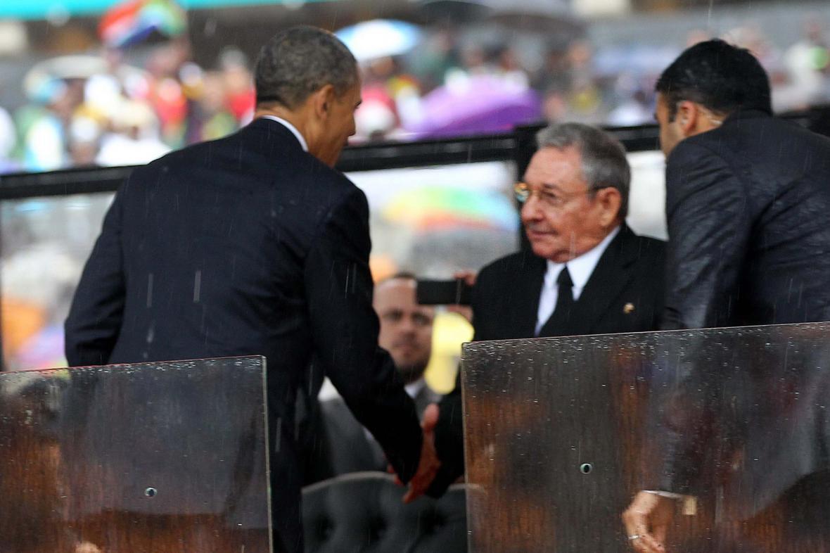 Obama podal ruku Castrovi