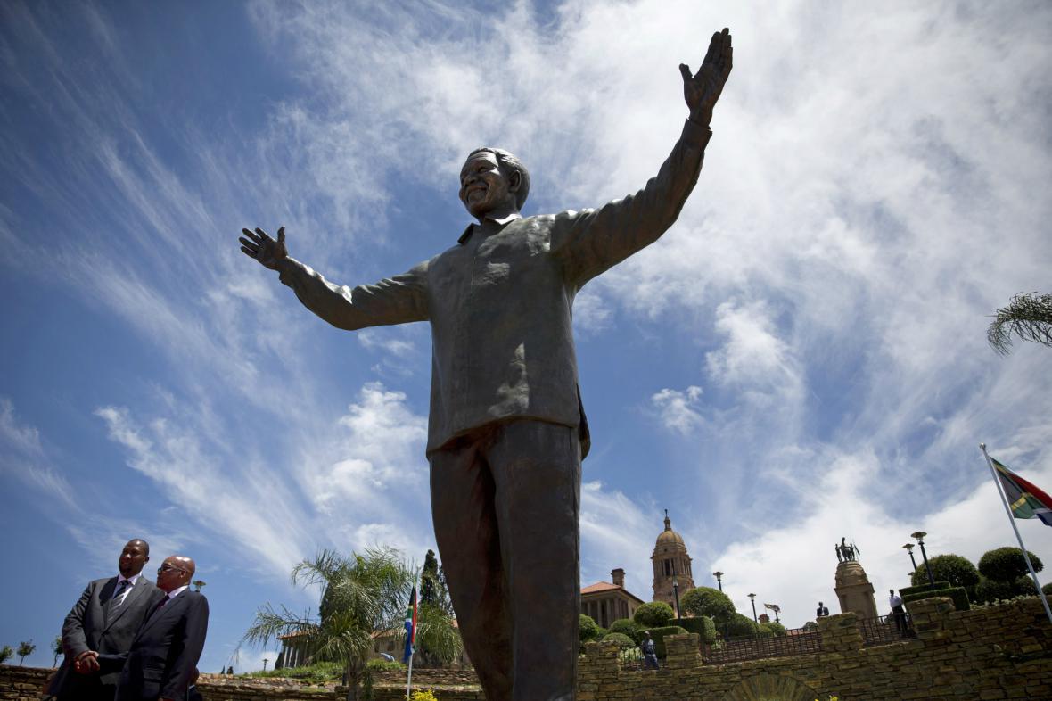 V Pretorii odhalili sochu Nelsona Mandely