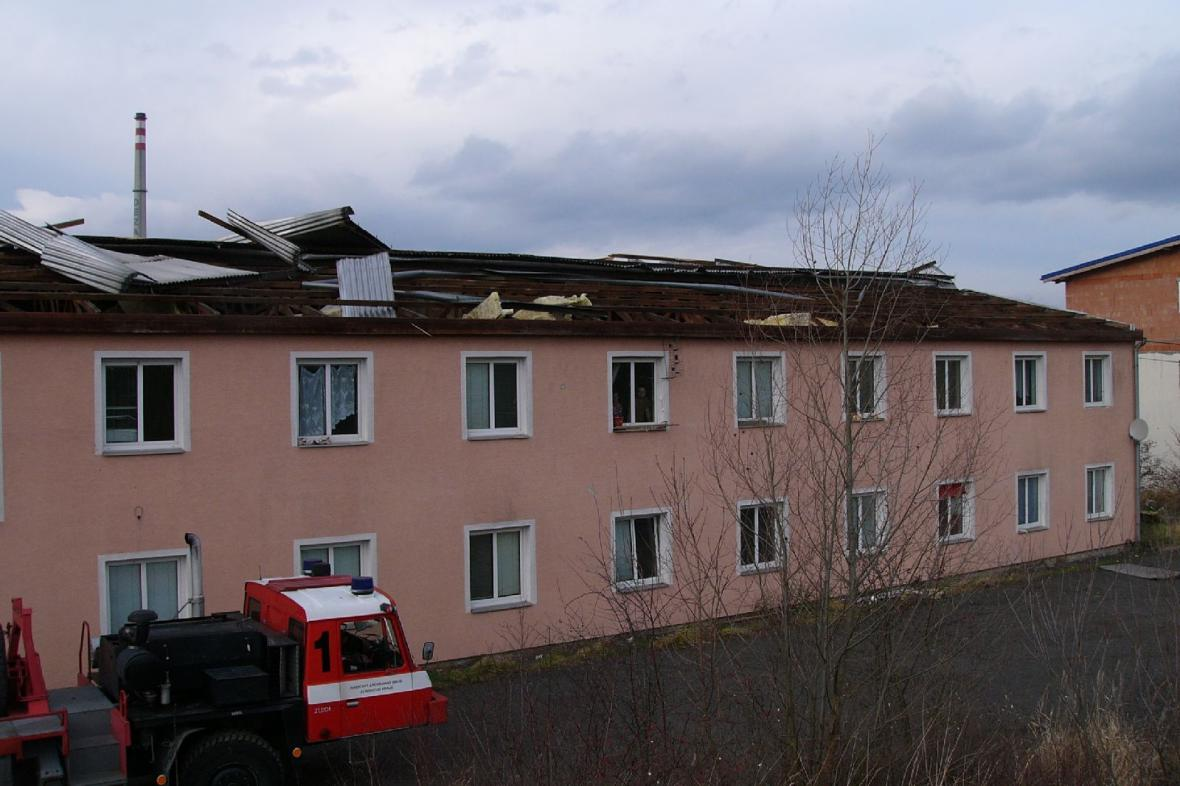 Větrem zničená střecha