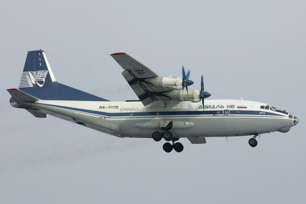 Letadlo Antonov AN-12