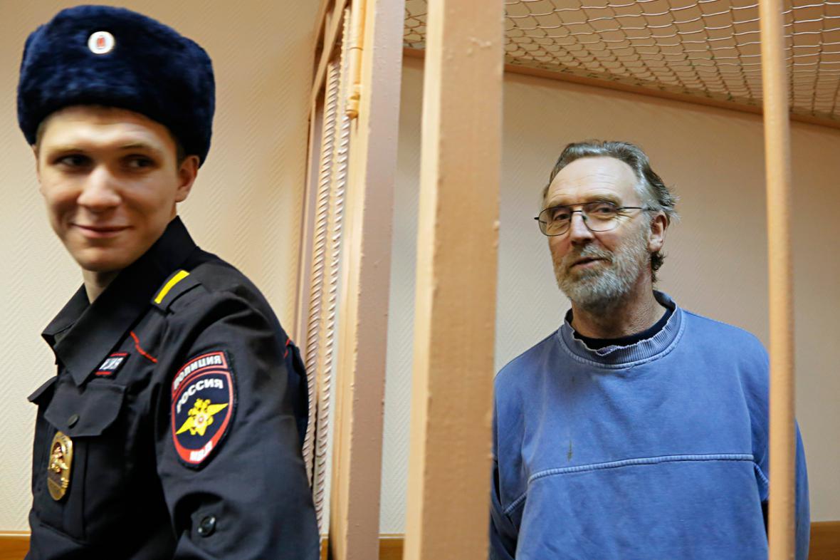 Australan Colin Russell u ruského soudu