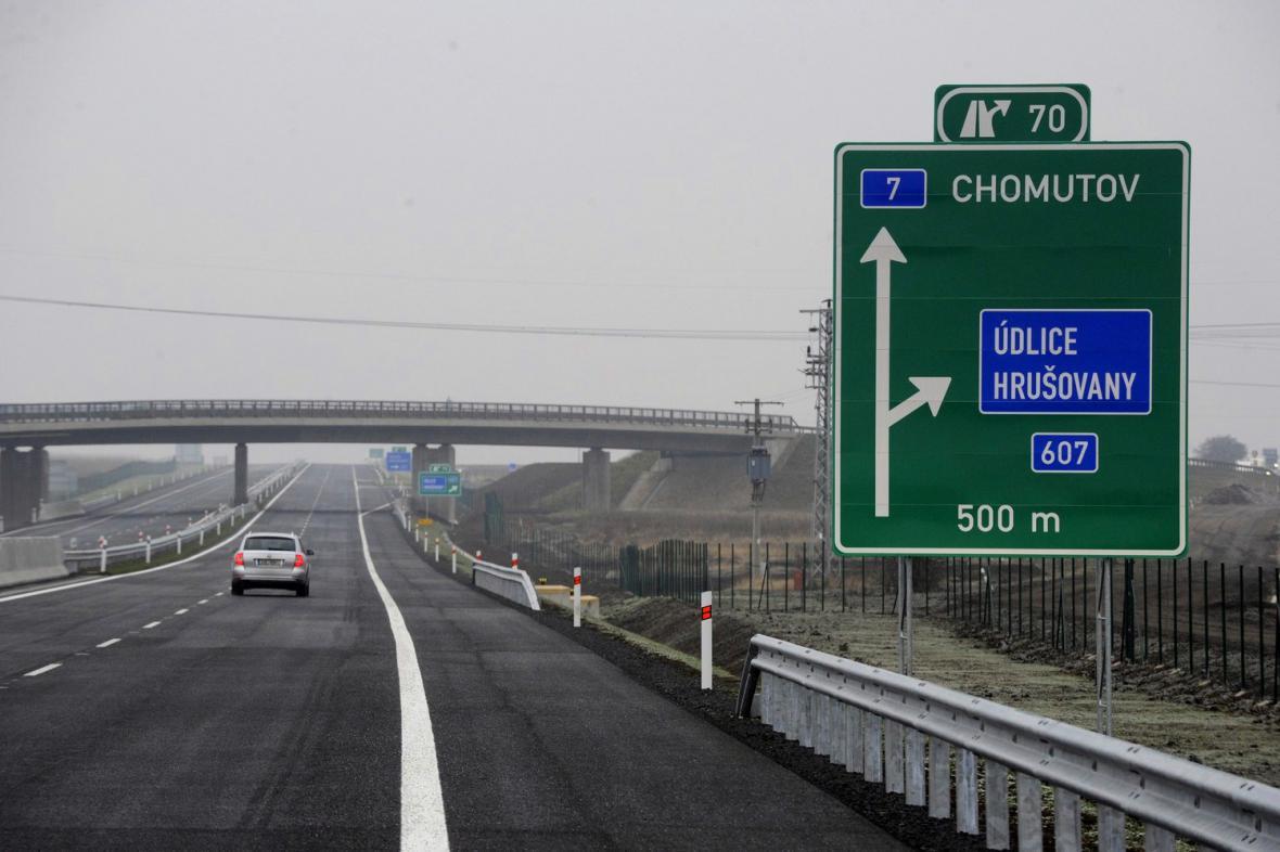 Nově otevřený úsek silnice R7