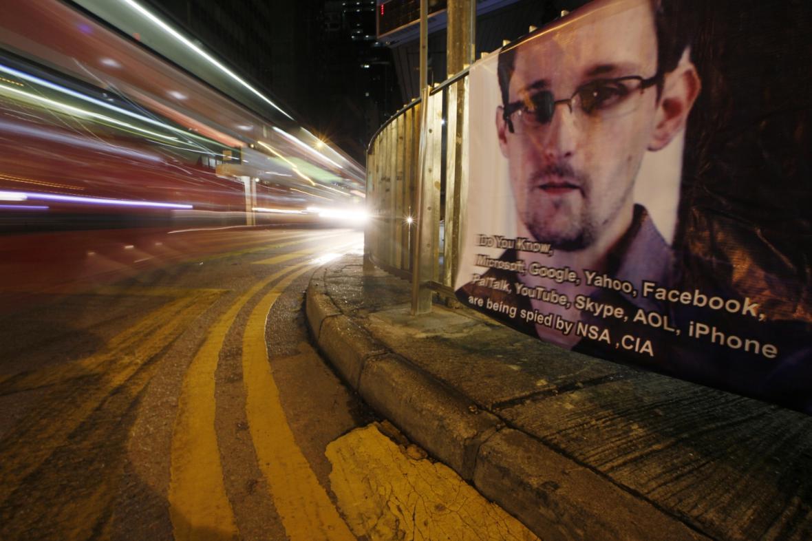 Plakát na podporu Edwarda Snowdena
