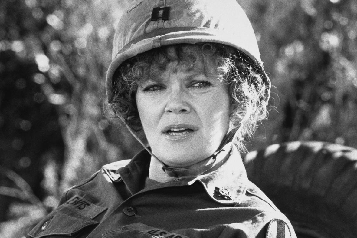 Eileen Brennanová ve filmu Vojín Benjaminová