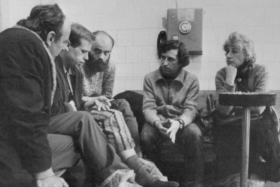 Jiří Ruml, Václav Havel, Jan Ruml, Ivan Havel a Olga Havlová (1983)