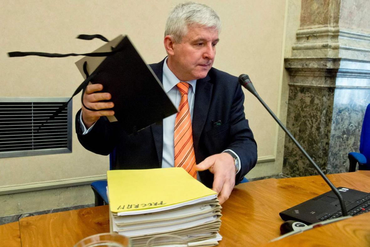 Jiří Rusnok na jednání vlády
