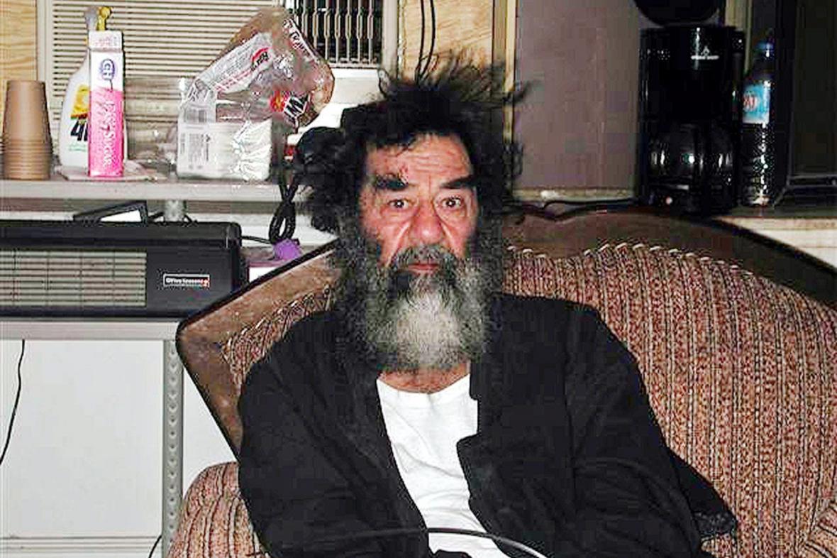 Saddám Husajn krátce po zatčení