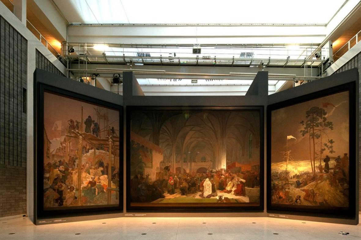 Instalace Slovanské epopeje ve Veletržním paláci