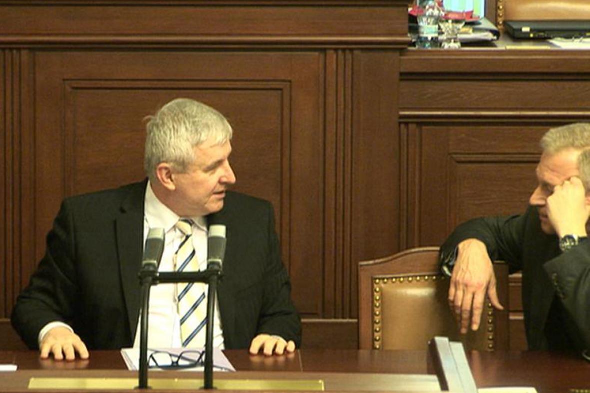 Jiří Rusnok a Vlastimil Picek ve sněmovně