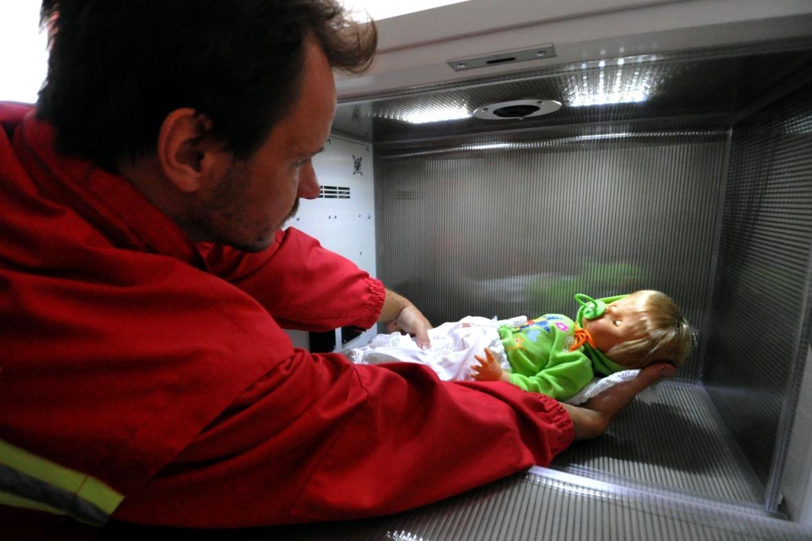 Babybox (záchranář s panenkou)
