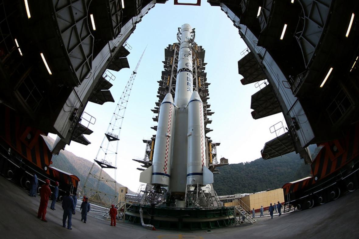 Raketoplán připraven vyvést první čínskou sondu na Měsíc