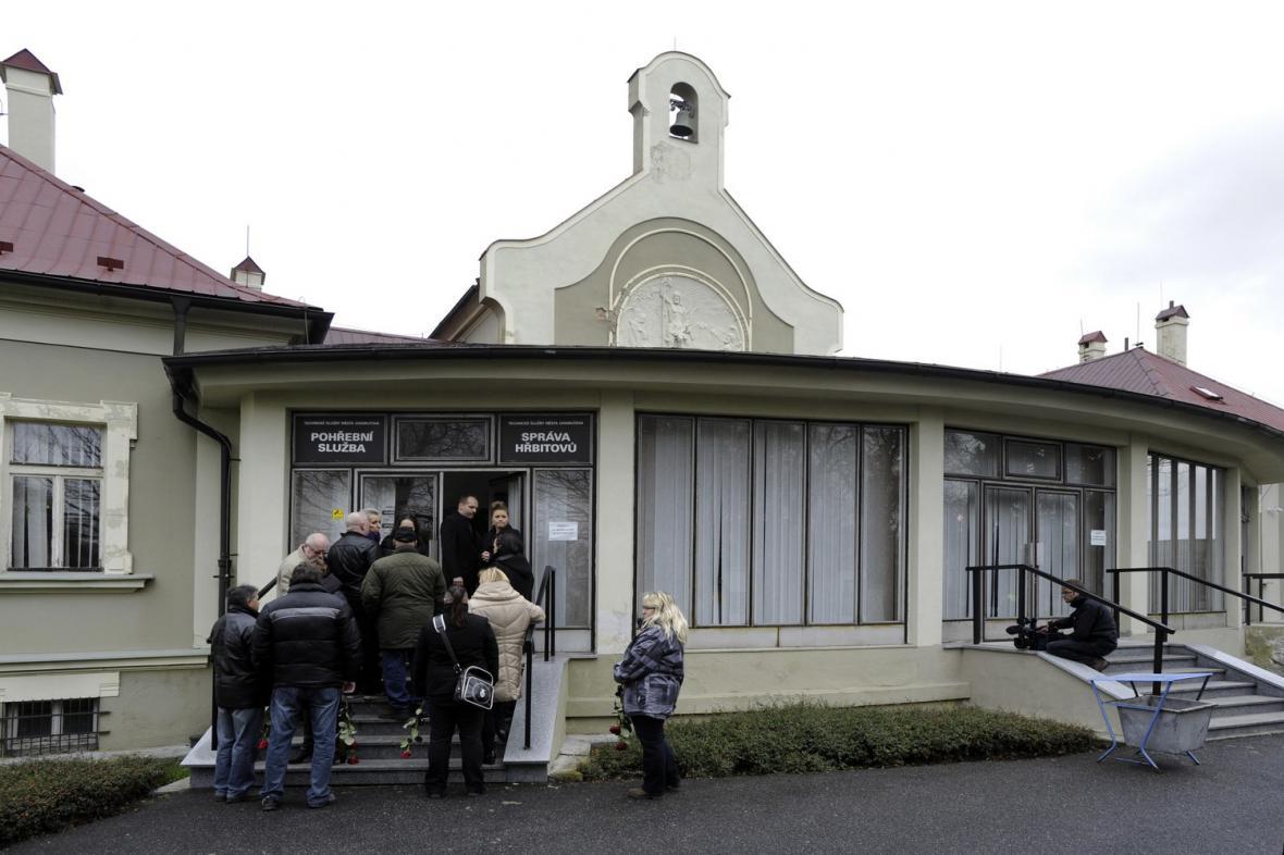 Pohřeb Romana Housky v chomutovské obřadní síni