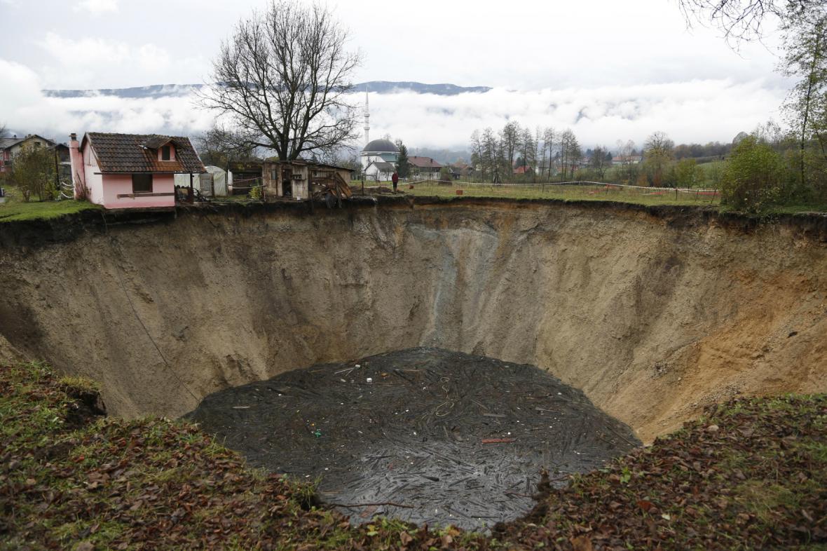 V bosenské vesnici Sanica zmizel rybník