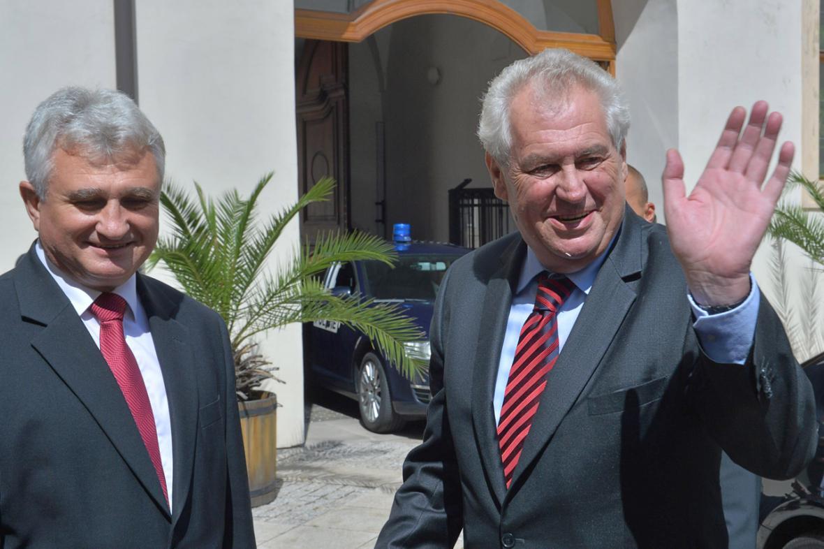 Šéf Senátu Milan Štěch a prezident Miloš Zeman