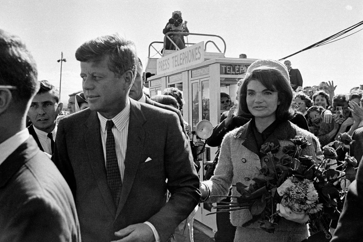 J.F. Kennedy s manželkou v Dallasu