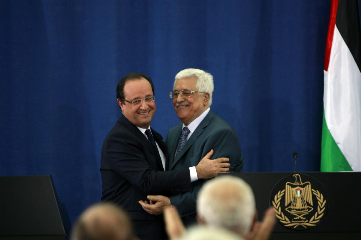Francois Hollande na tiskové konferenci s Mahmúdem Abbásem