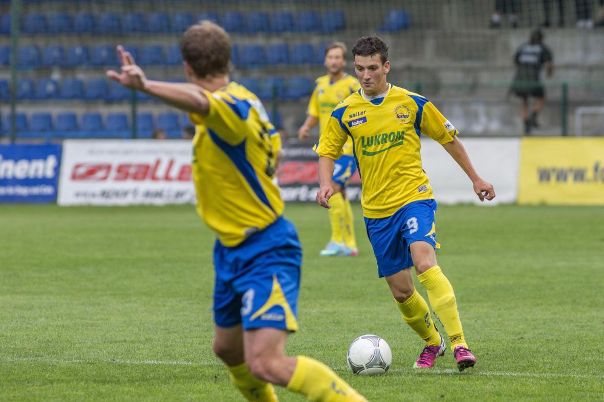 Zlínští fotbalisté (vpravo Lukáš Holík)