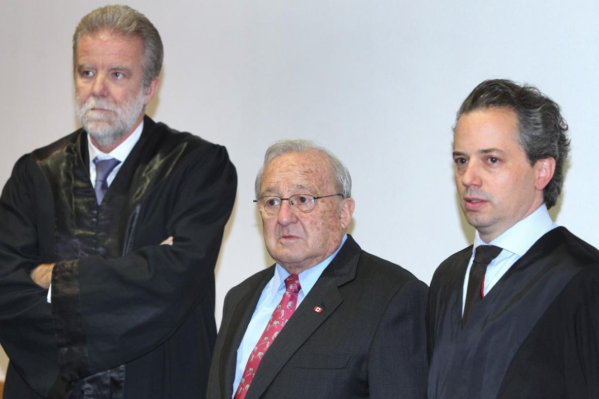 Karlheinz Schreiber se svými právníky