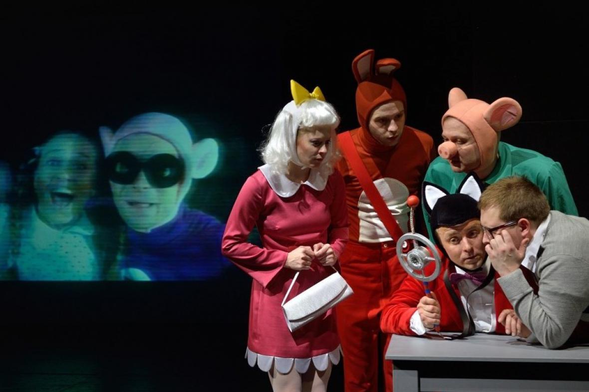 Z představení Čtyřlístek zasahuje ostravského Divadla loutek