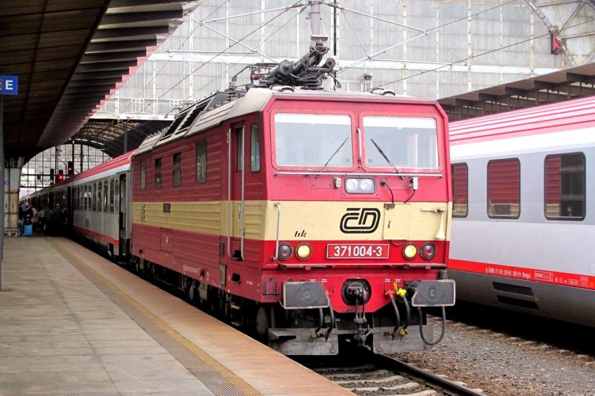 Rakouské vagony a česká lokomotiva