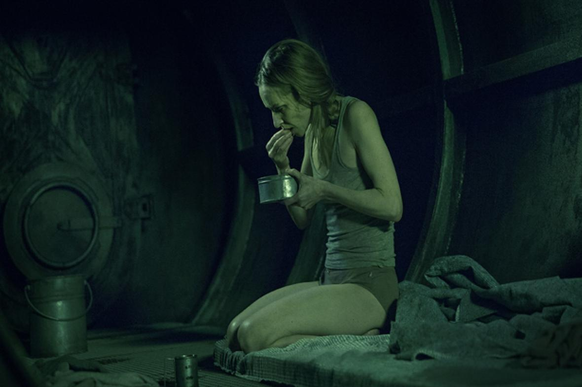 Žena v kleci