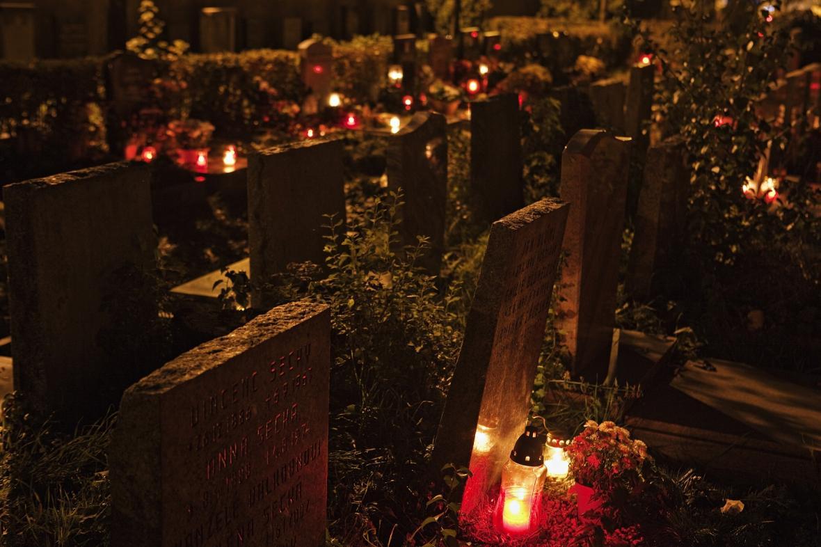 Hřbitov v období dušiček