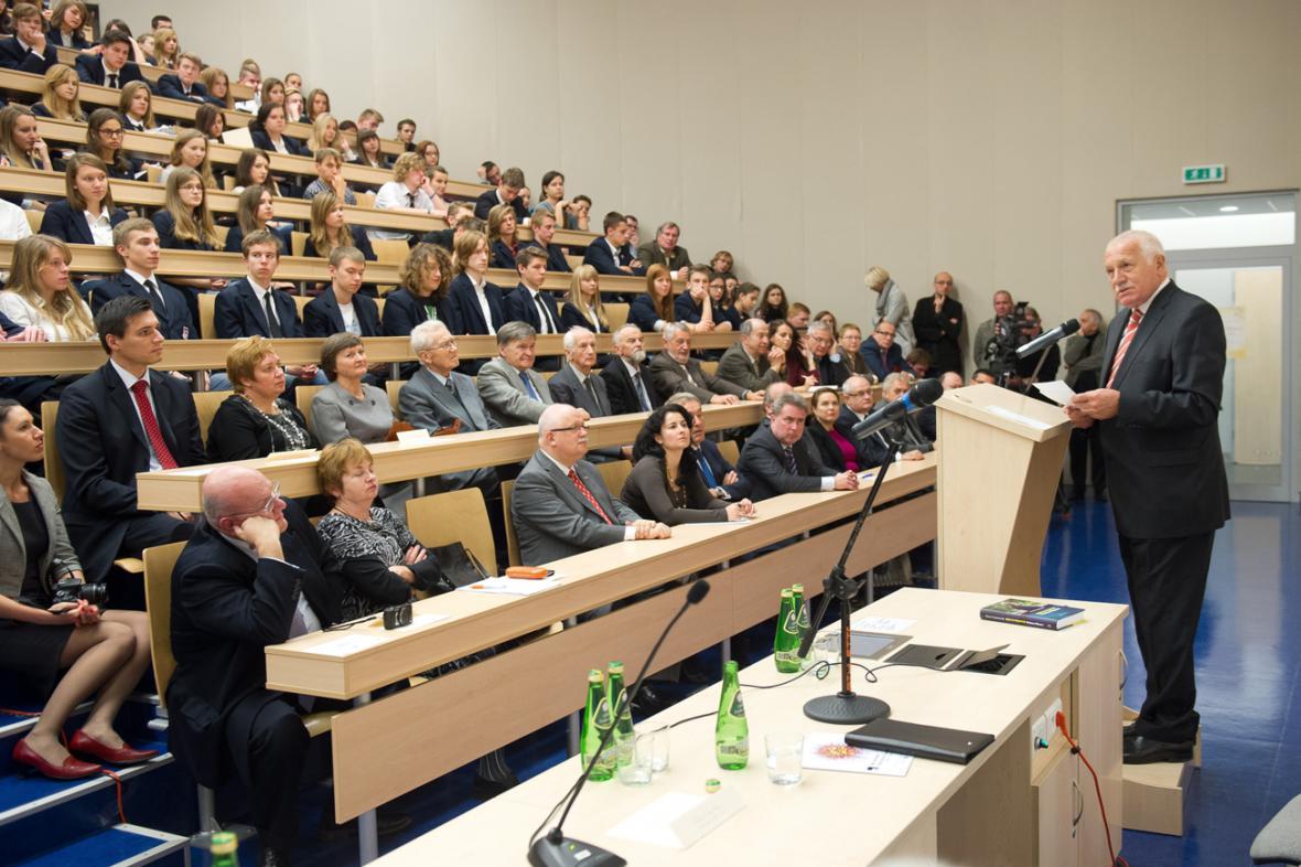 Klausova přednáška na univerzitě v Lodži