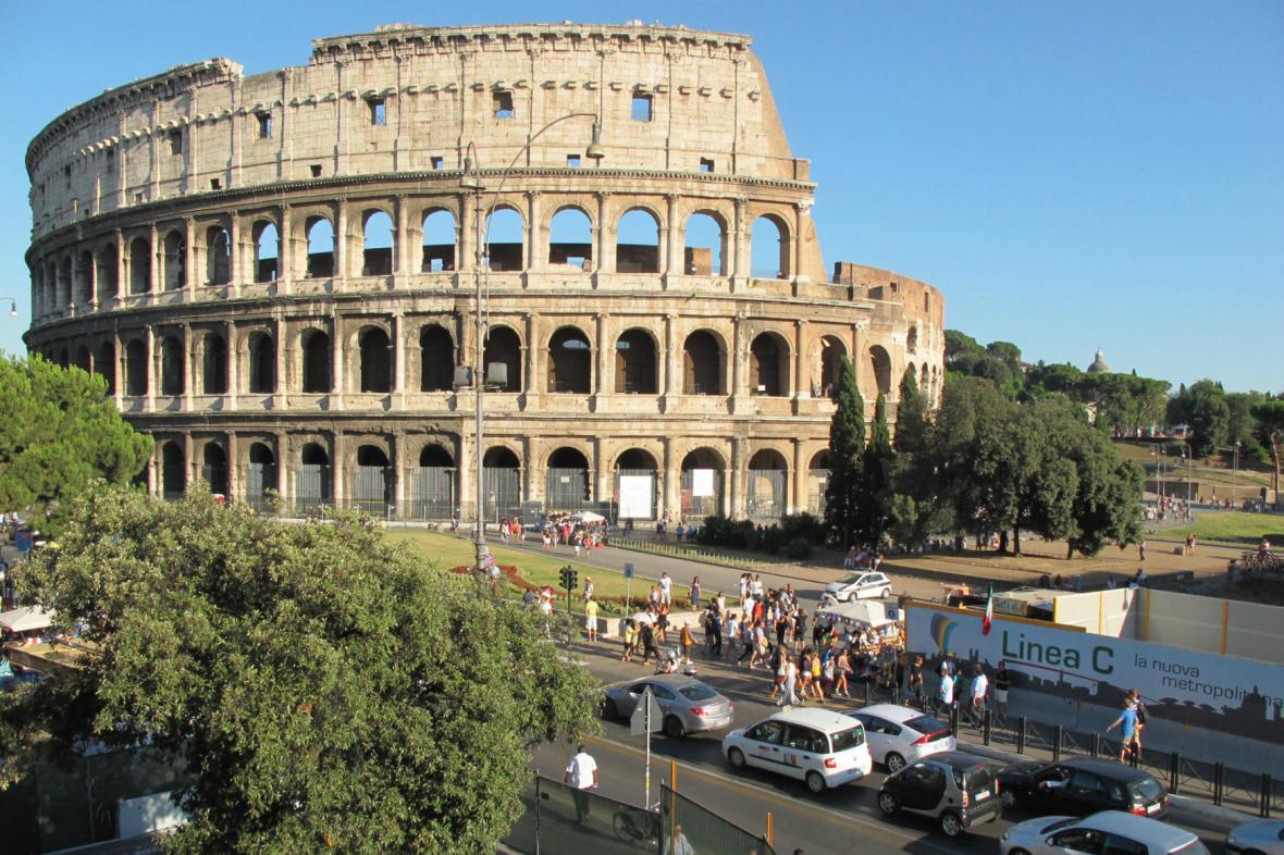 Ke Koloseu už jenom pěšky
