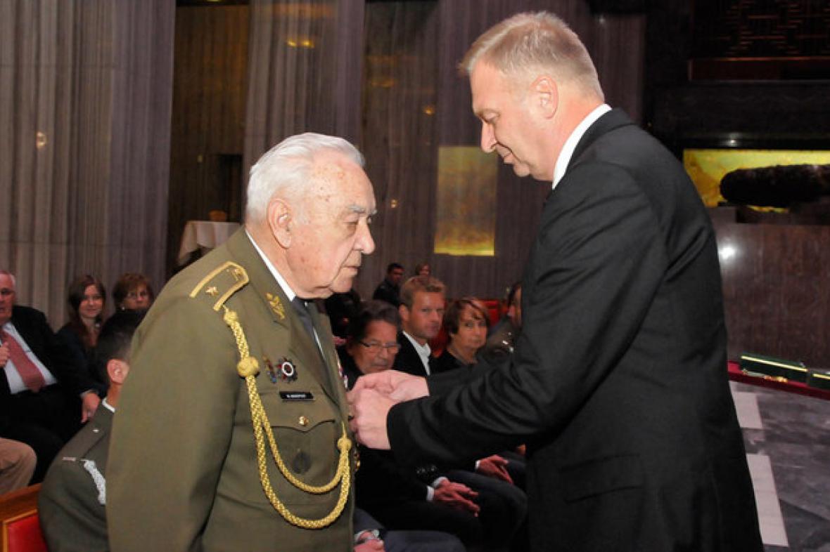 Miloslav Masopust převzal Kříž obrany státu