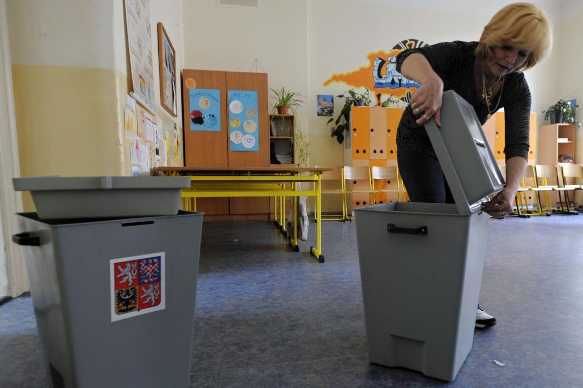 Příprava volební místnosti