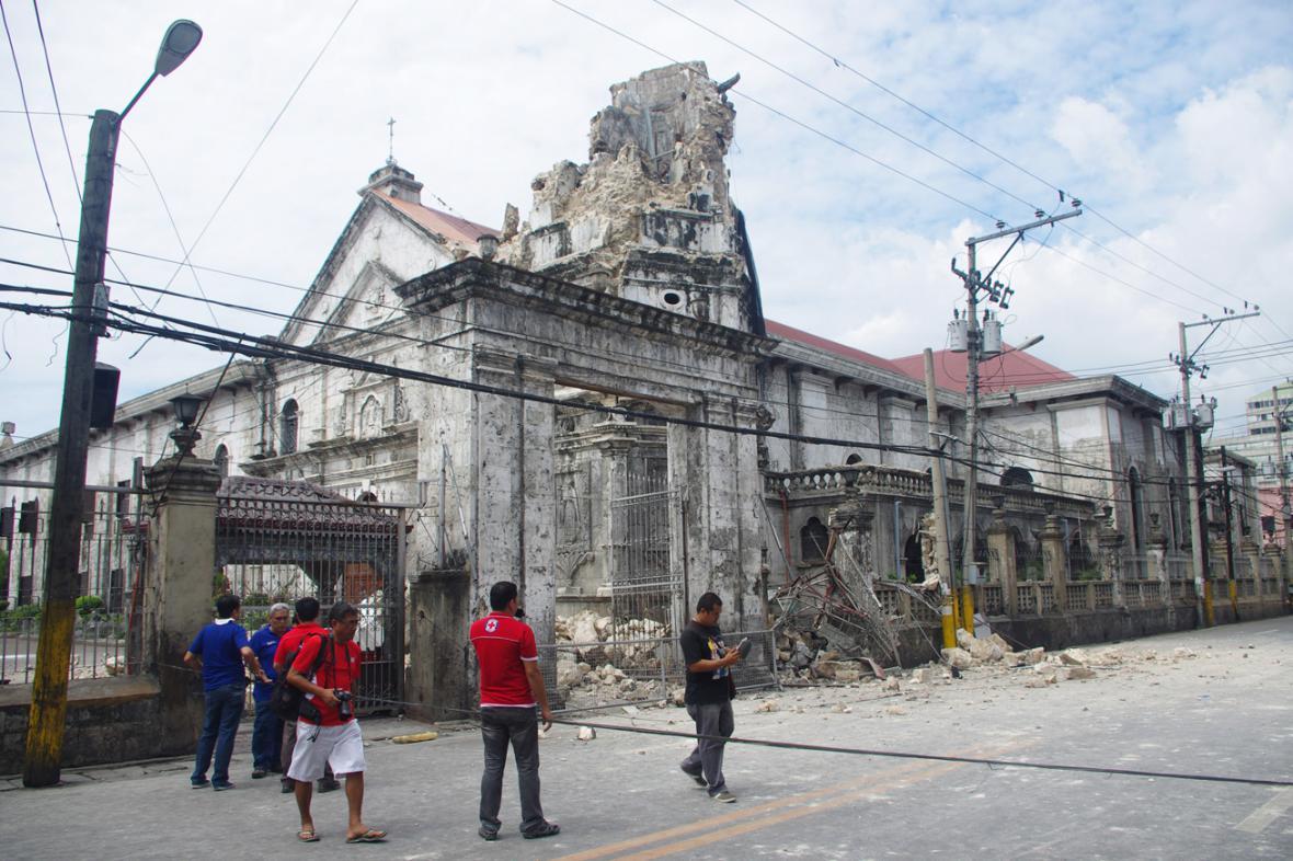Baziliku v Cebu poškodilo zemětřesení