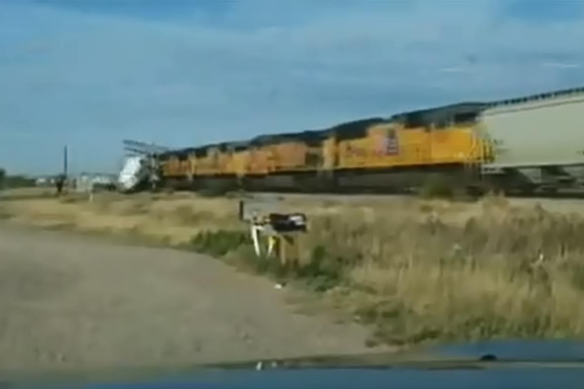 Srážka vlaku s kamionem v Texasu