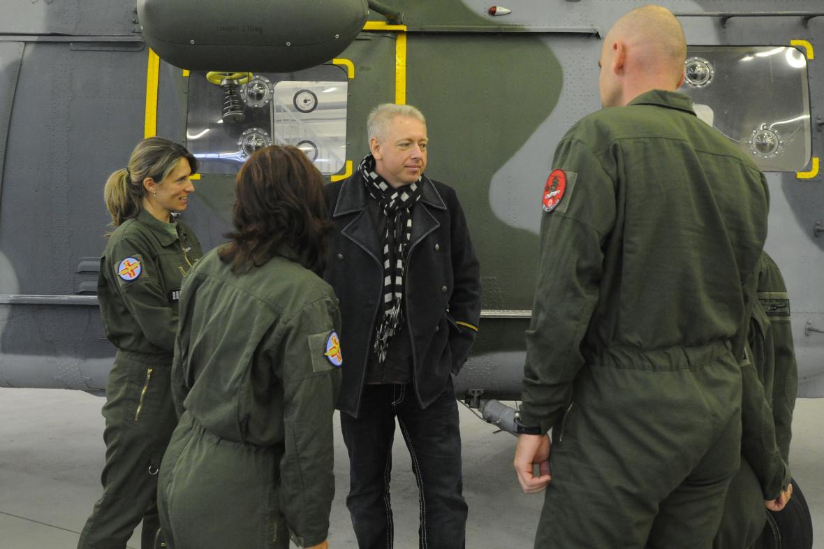 Hejtman Milan Chovanec s příslušníky záchranky
