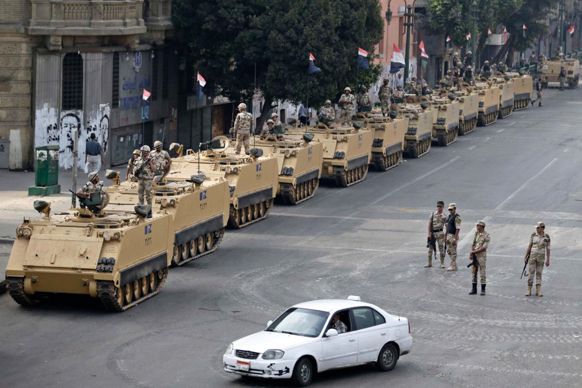 Egyptská armáda na náměstí Tahrír