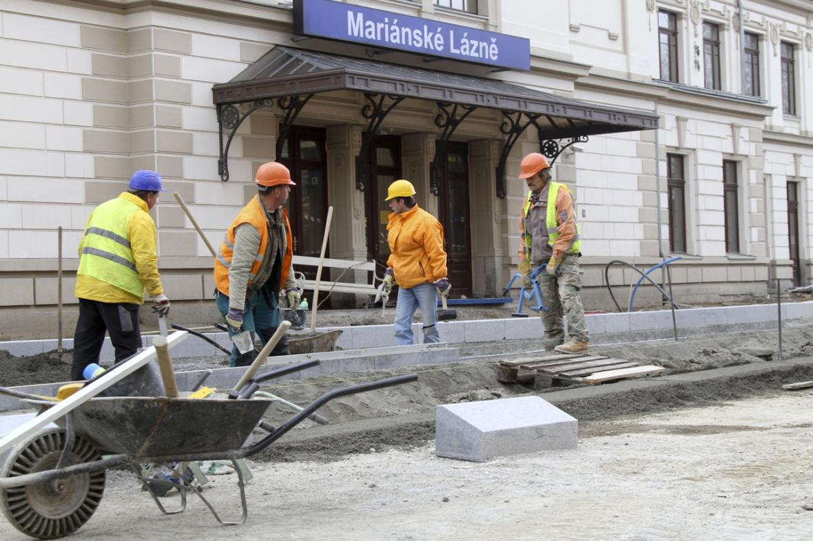 Zaměstnanost - dělníci na stavbě
