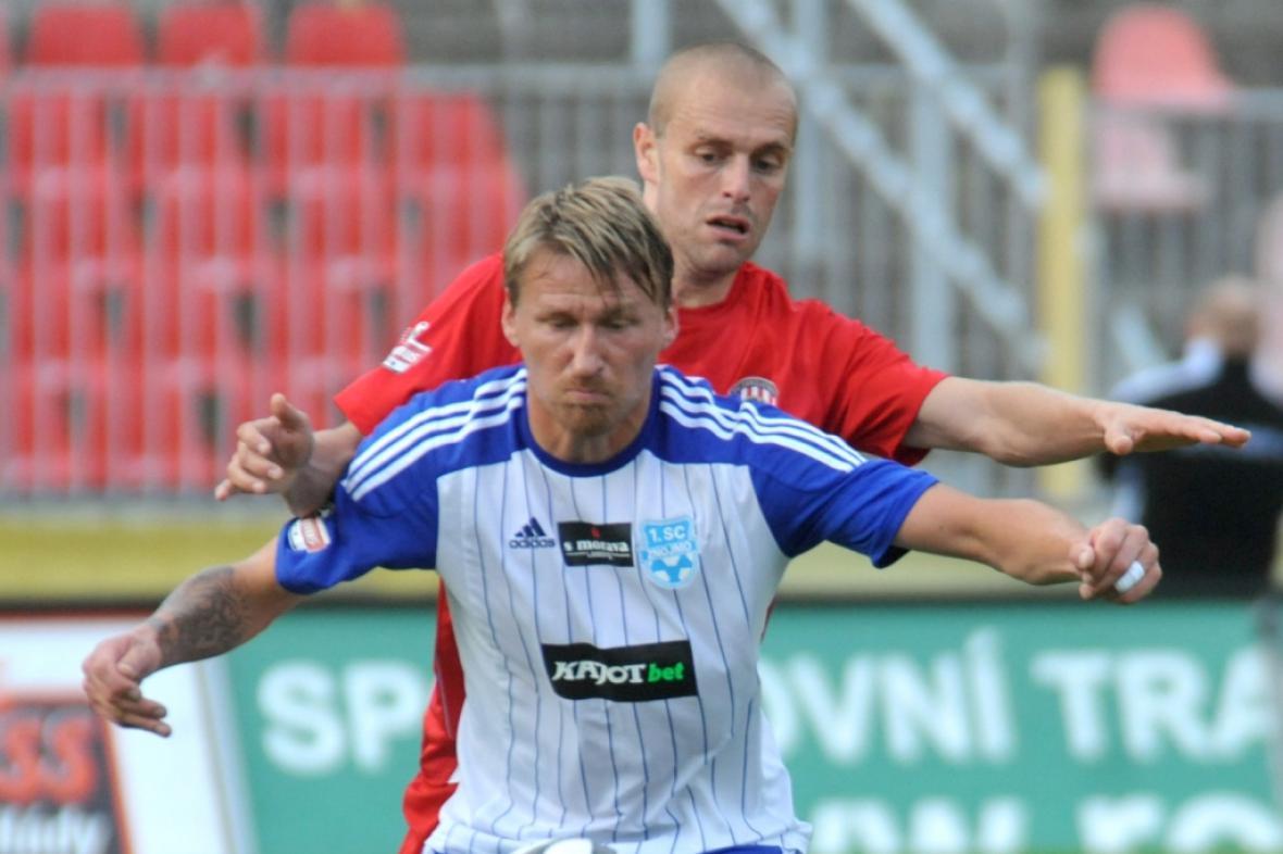 Marek Heinz se v dresu Znojma (vpředu) už neukáže