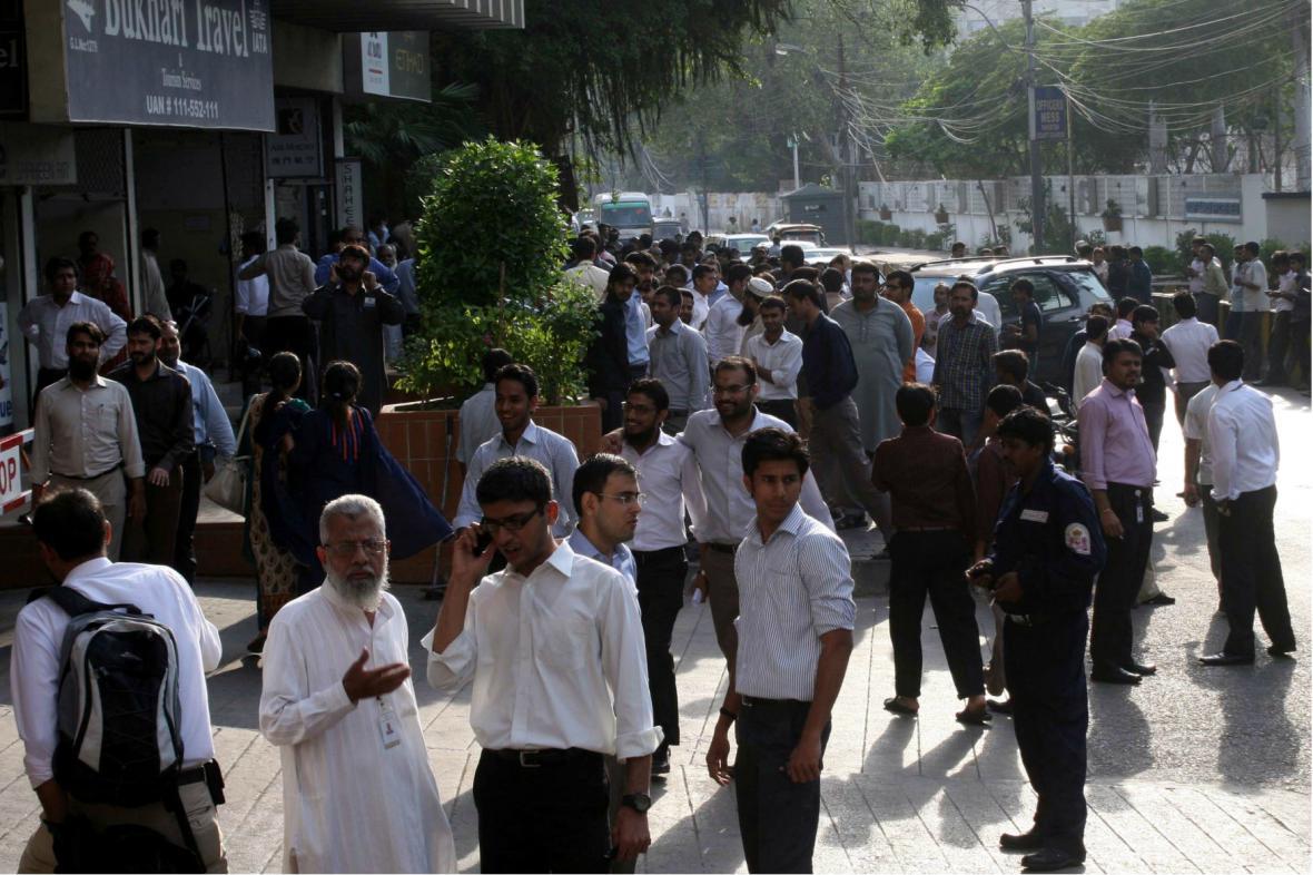 Silné zemětřesení vyhnalo obyvatele Karáčí z budov