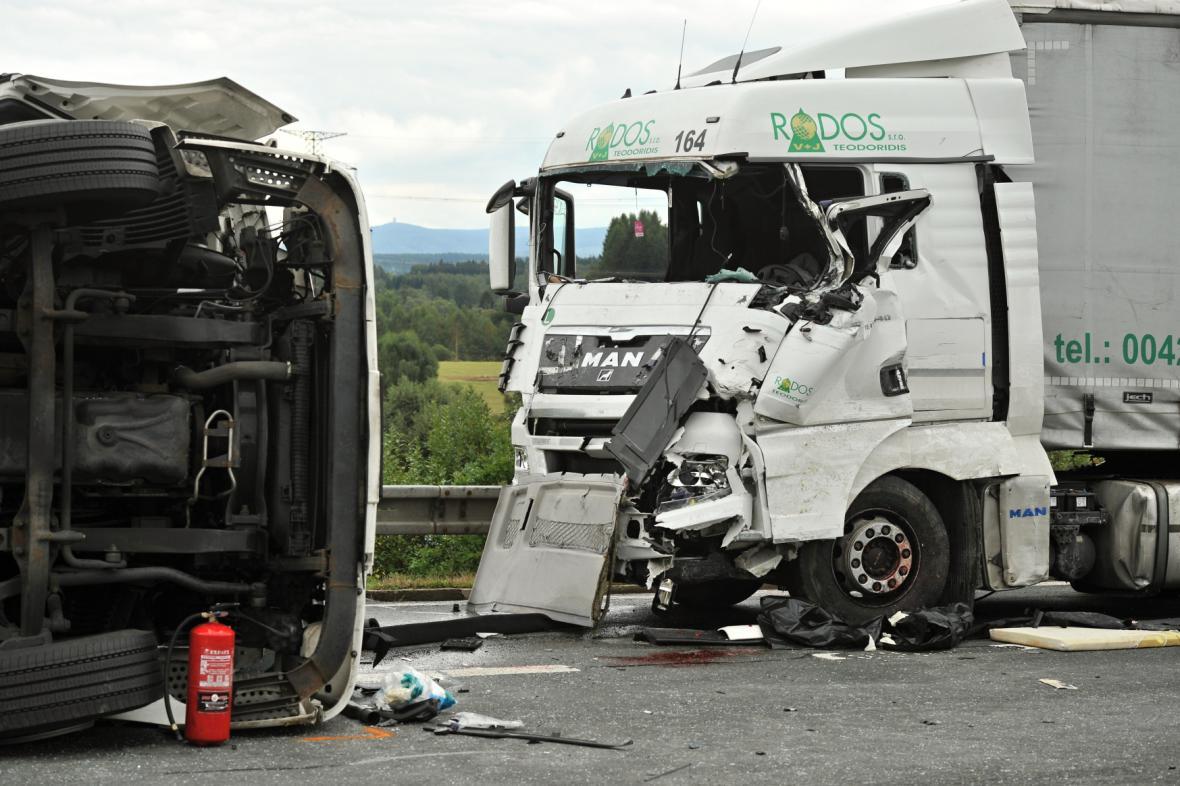 Srážka kamionů