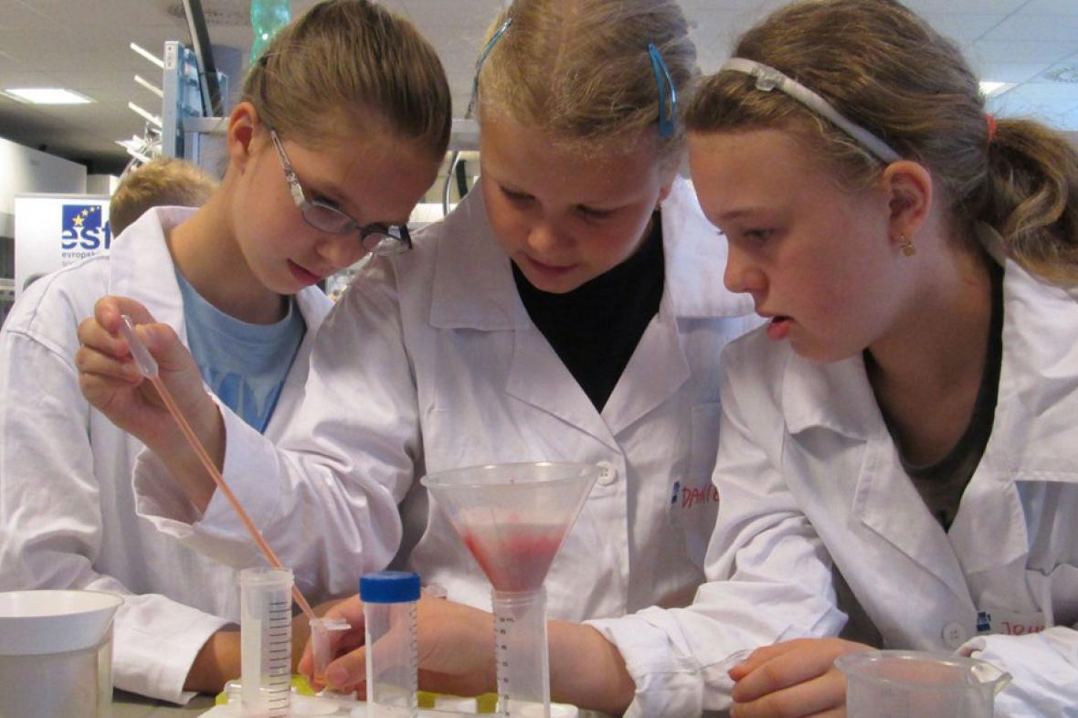 Děti v laboratoři