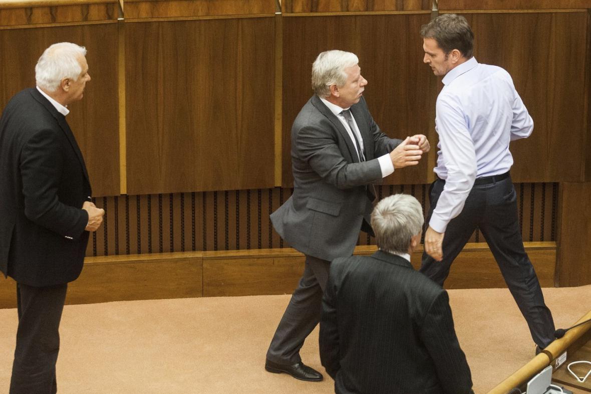 Potyčka ve slovenském parlamentu