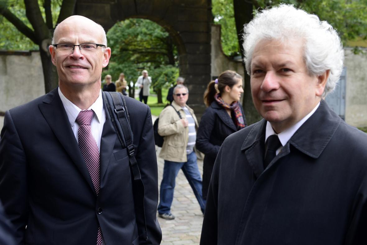 Poslední rozloučení s Iljou Hurníkem (na snímku Roman Bělor a Jiří Bělohlávek)