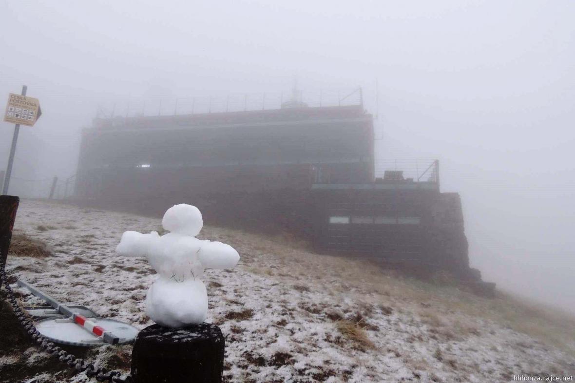 První sníh pokryl Sněžku