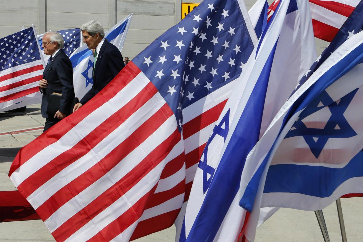 Kerry přijel do Izraele představit dohodu o likvidaci syrských chemickcýh zbraní