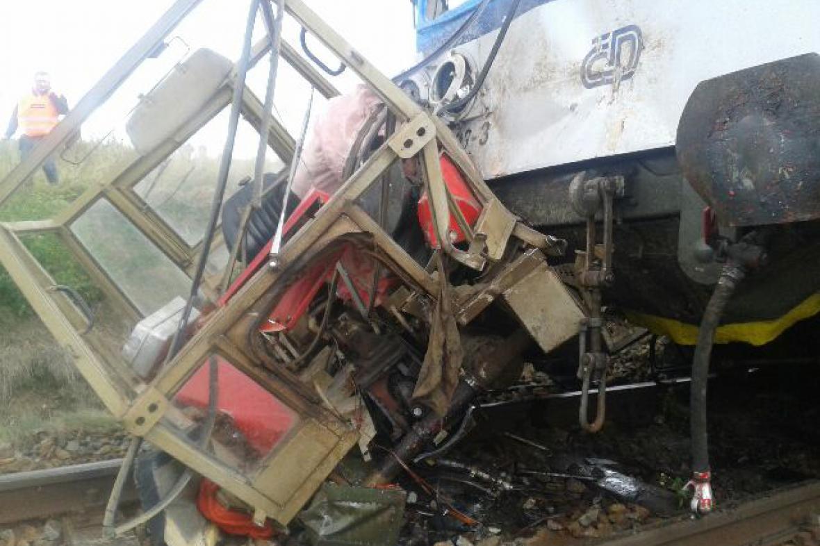 Srážka vlaku s traktorem