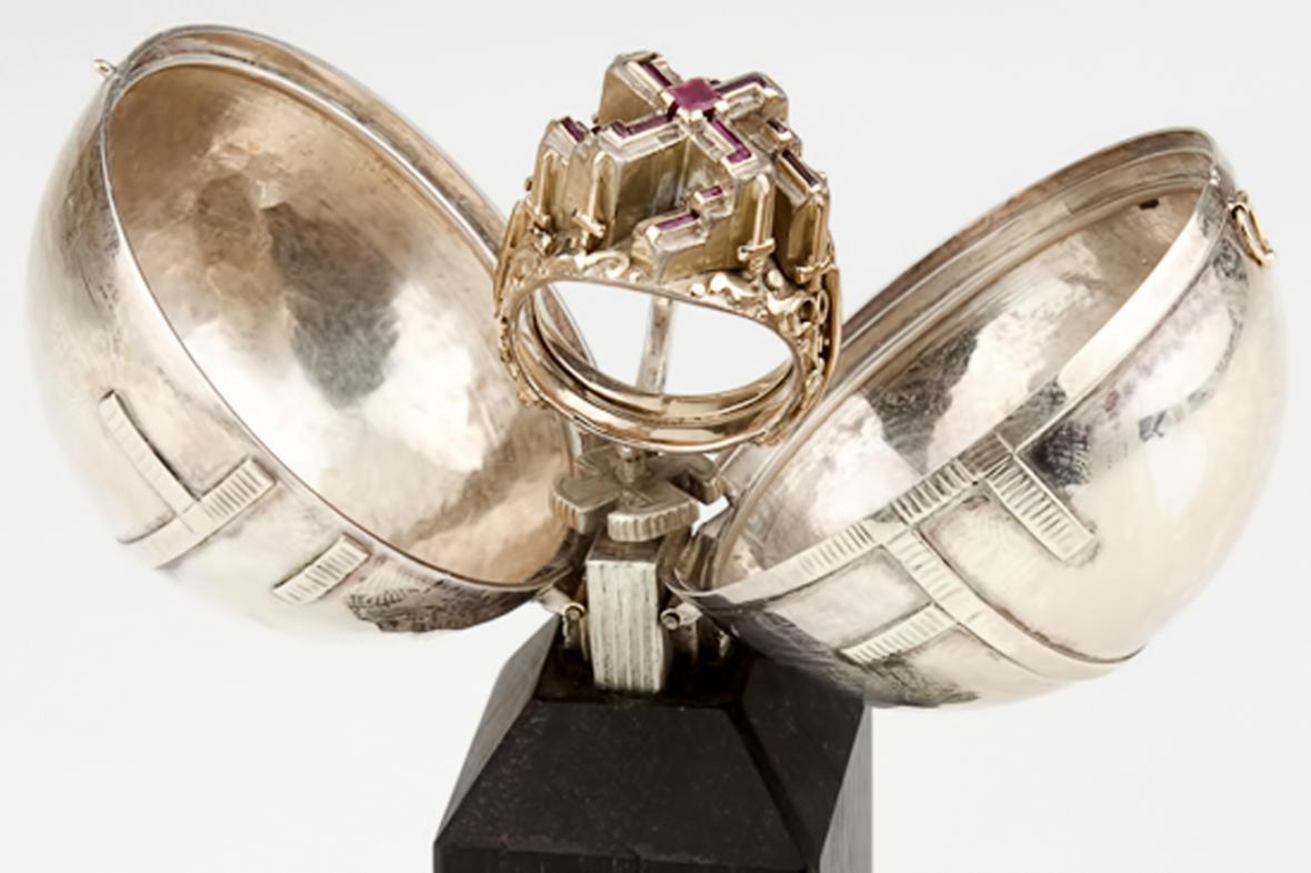 Údajný Hitlerův prsten se vydražil za milion korun