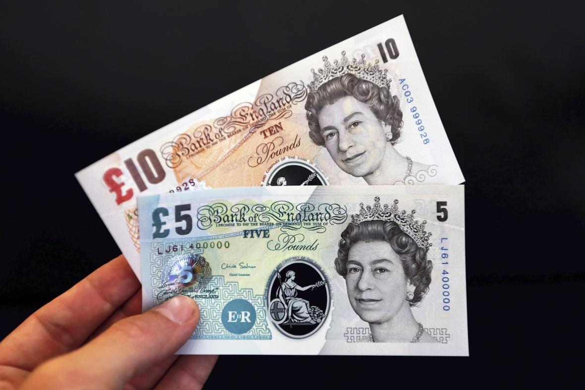 Britské plastové bankovky