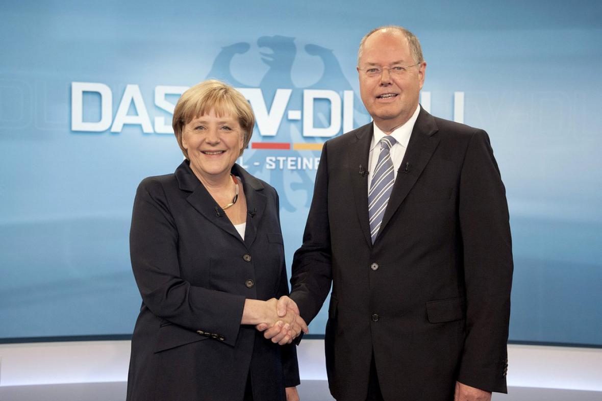 Angela Merkelová a Peer Steinbrück před živým televizním duelem