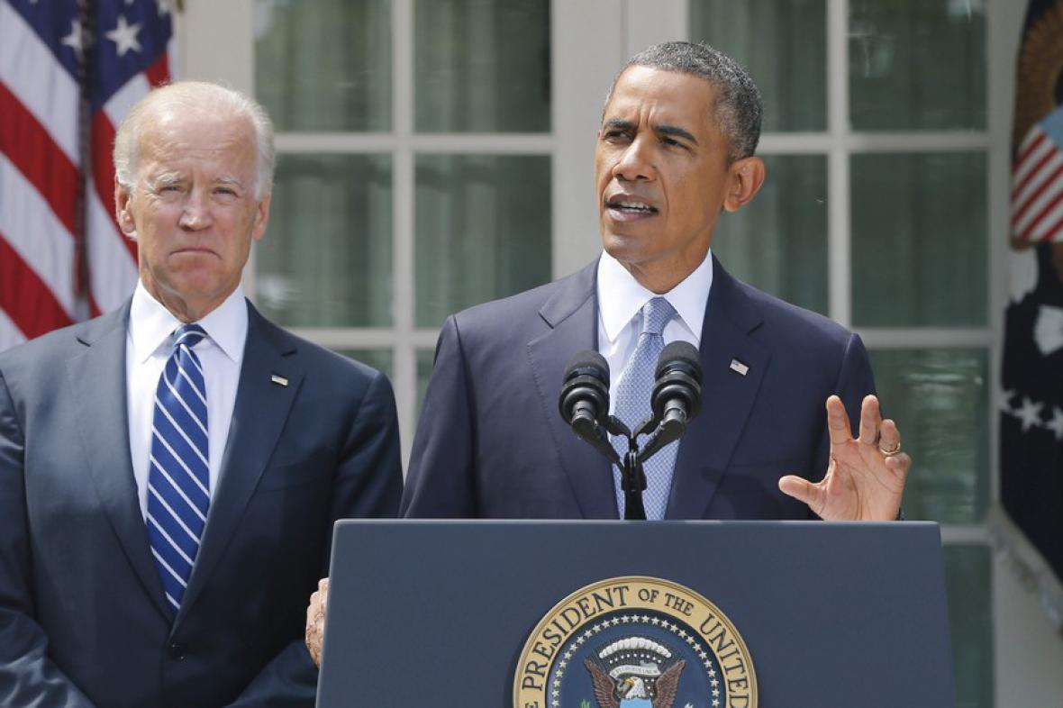 Prezident Barack Obama s viceprezidentem Joem Bidenem při prohlášení k syrské krizi