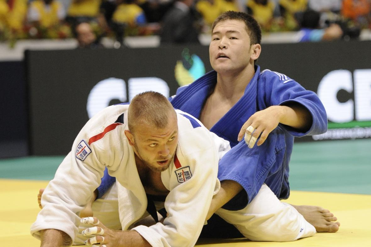 Judista Alexandr Jurečka v zápase s Tsogtgerelem Khutagem z Mongolska
