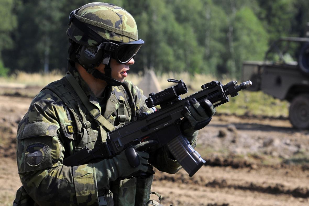 Generální zkouška před Dnem pozemního vojska Bahna 2013
